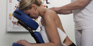 Massaggio su sedia ergonomica